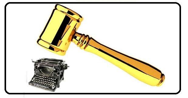 Martelo e máquina de escrever